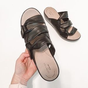 Clarks Black Faux Leather Knotted Sandals Size 6.5